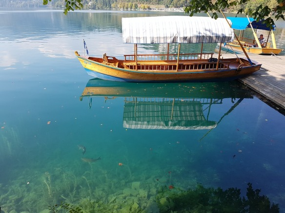 lake-2225113_960_720