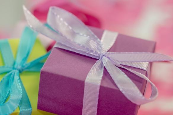 gift-553139_960_720