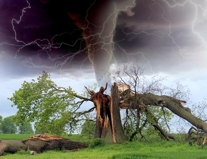 tornado-1193184_960_720